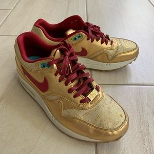 Nike gold/red trim air athletic shoes size 7.5